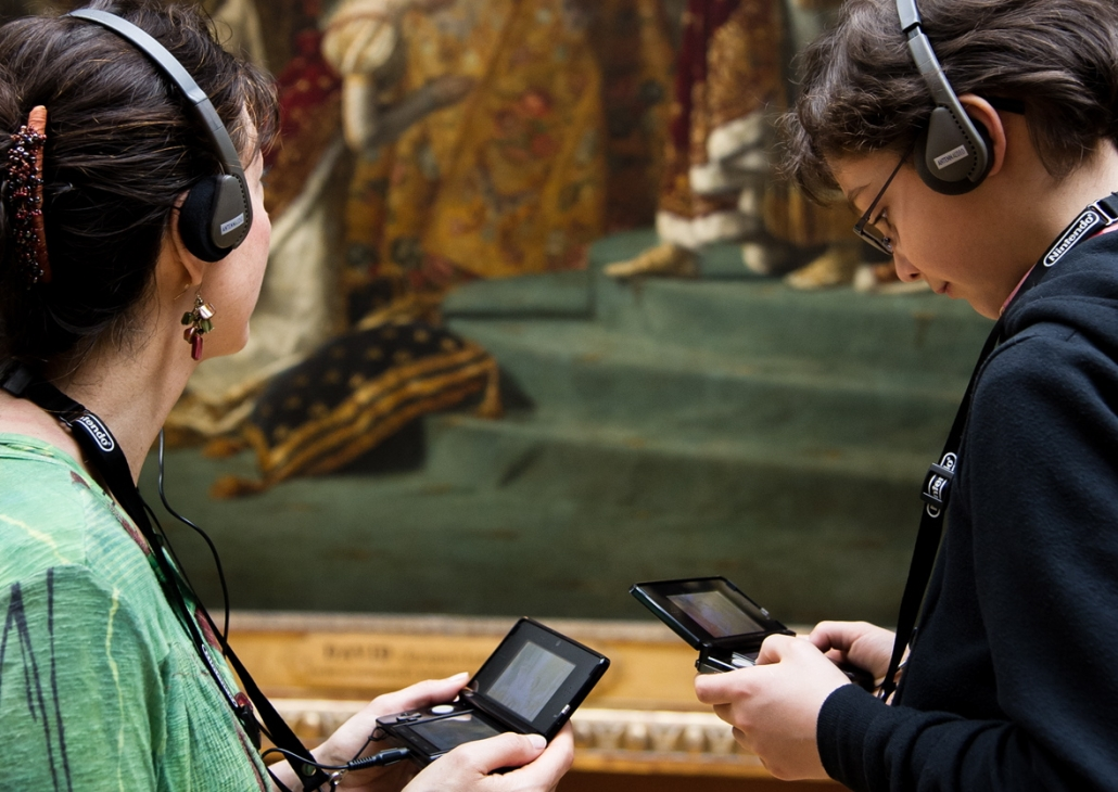 Les audioguides des musées (ici au Louvre), une expérience concrète de réalité augmentée